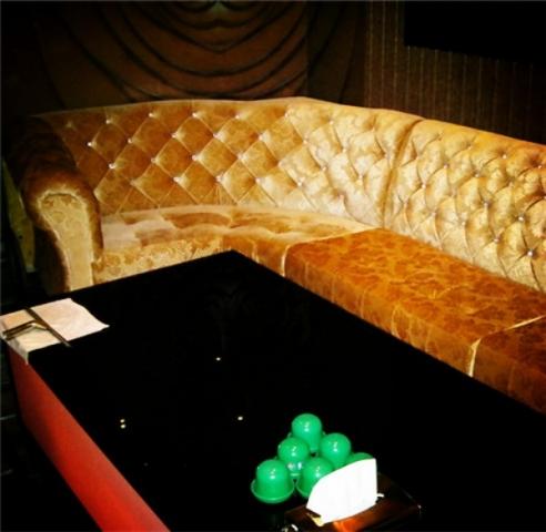 夜总会沙发