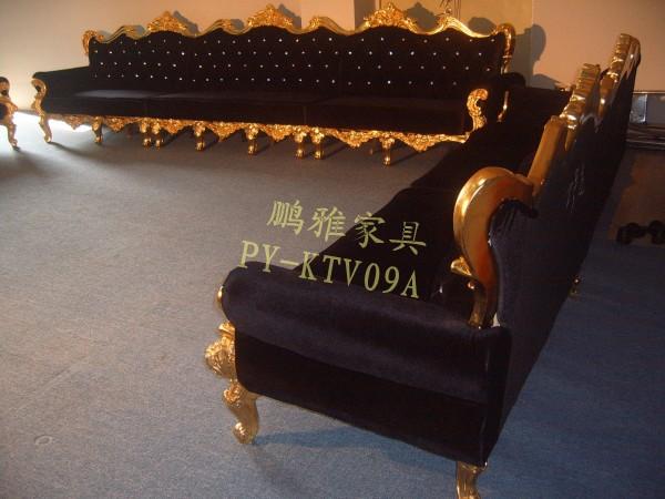 五,框架:金色倒模框架 靠背拉水晶扣 木结构框架 进口蛇形弹簧 进口